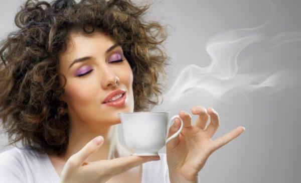 fata bea cafea